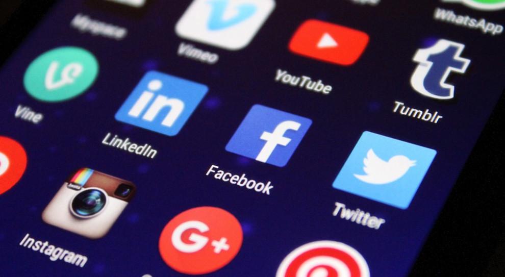 Polubiłeś szefa na FB? Może to wpływać na twoje życie zawodowe