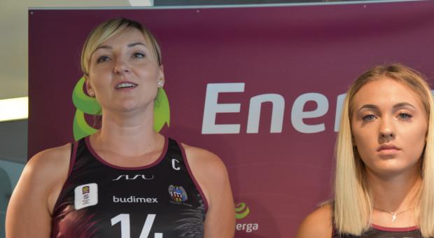 Emilia Tłumak, kapitan Energi Toruń (z_lewej) i Zuzanna Urban (fot.mat.)