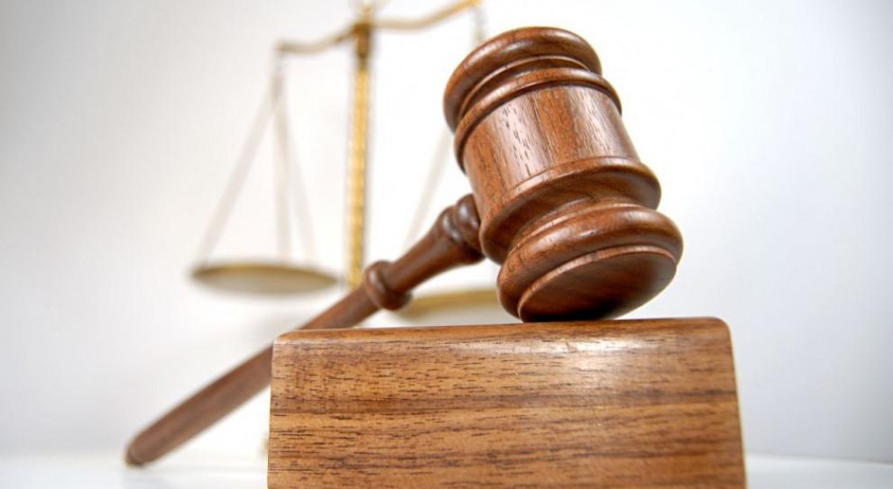 W coraz dłuższej kolejce po wyrok. Jakie są przyczyny?