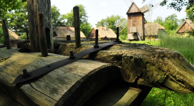 Podlaskie Muzeum Rolnictwa w Ciechanowcu chce powrócić do tradycyjnego ciesielstwa