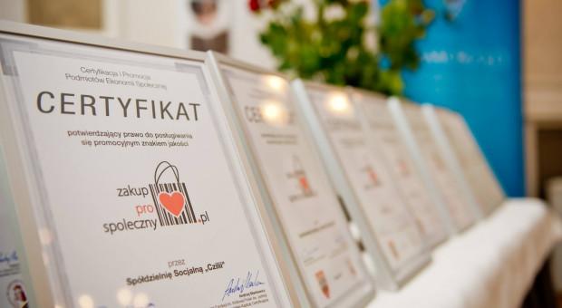 Zakup prospołeczny. Certyfikat dla firm wspierających osoby walczące o samodzielność życiową i ekonomiczną