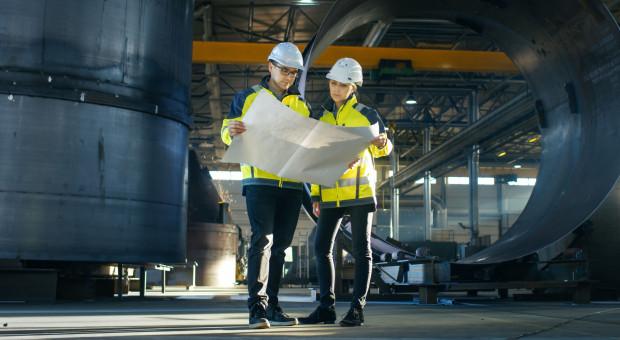 Praca, zarobki inżynierów w Polsce. Presja płacowa stale rośnie