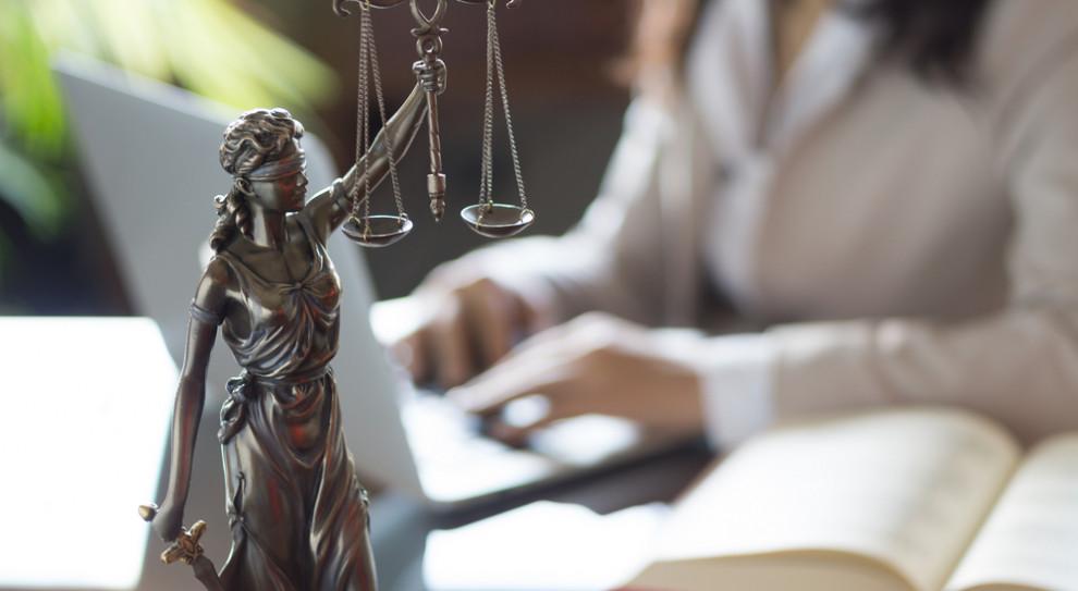 Sztuczna inteligencja i chatboty w branży prawniczej. Roboty zastąpią prawników?