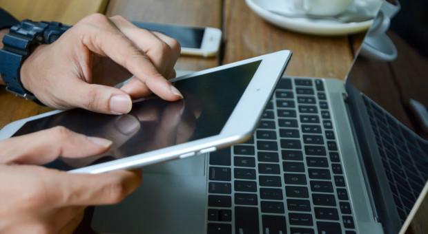 Deloitte: Smartfony poprawią produktywność w miejscu pracy