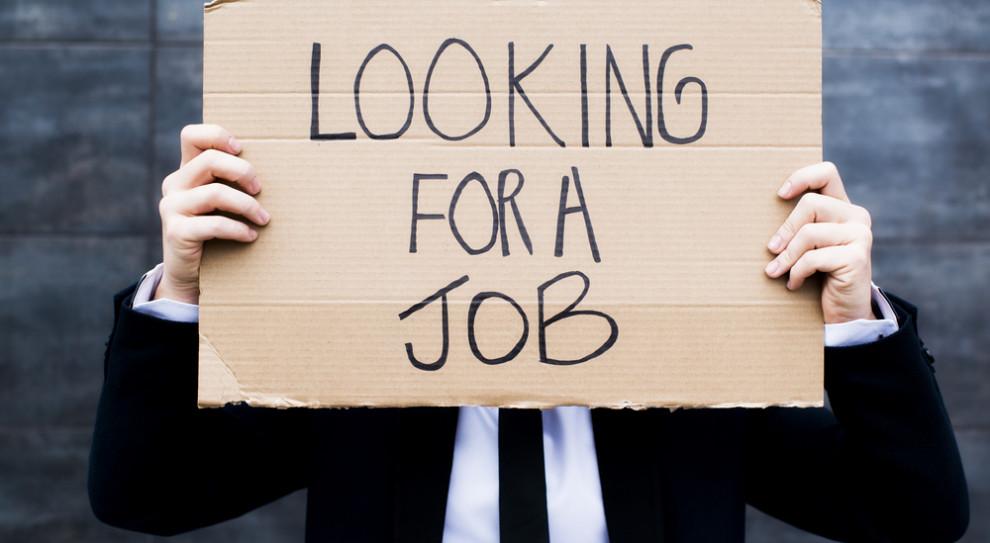 Jak bezrobotni szukają pracy. Urzędy pracy to nie jedyne miejsce