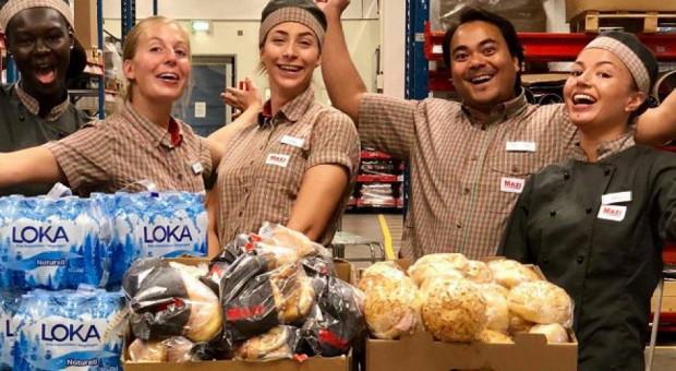 """Pracownicy """"szwedzkiej Biedronki"""" podziękowali polskim strażakom"""