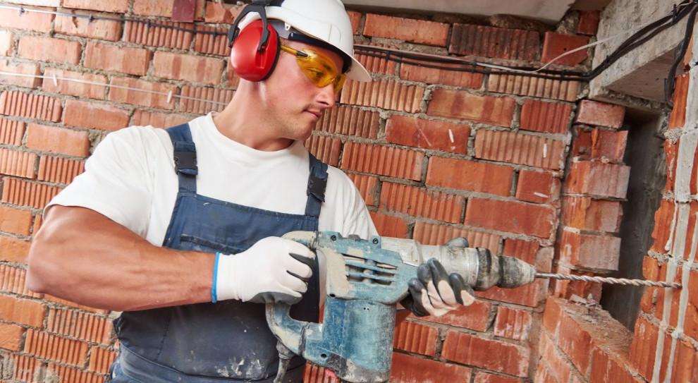 Brakuje ludzi do pracy: branża budowlana ucieka więc do przodu