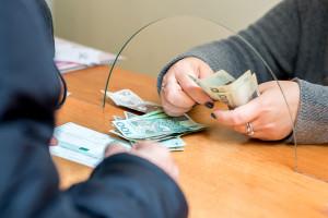 W Sejmie nie ma tematu pensji maksymalnej. Posłanka: Nie pracujemy nad taką ustawą