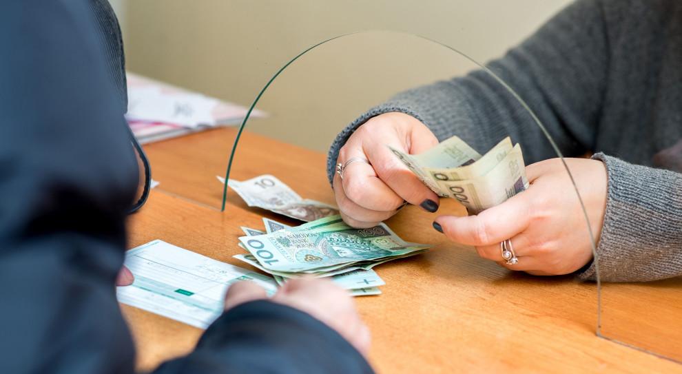 Koalicja Obywatelska chce dopłacać do pensji (niektórym)