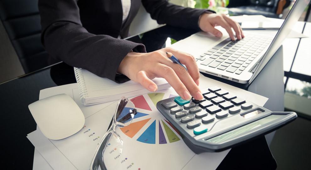 Rozbieżności między minimalnymi i maksymalnymi zarobkami? Raporty płacowe odpowiedzią