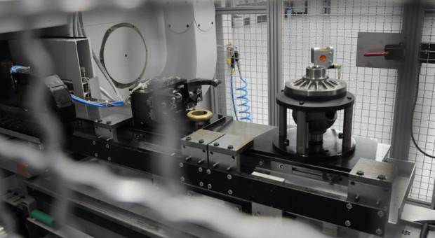 Praca dla operatorów obrabiarek sterowanych numerycznie oraz operatorów wózków widłowych