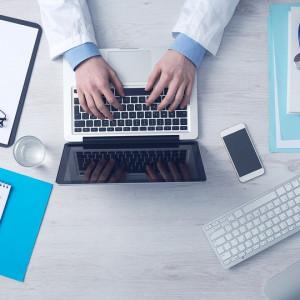 Lekarze przekonują się do informatyzacji. Resort dołoży medykom do zakupu potrzebnych sprzętów