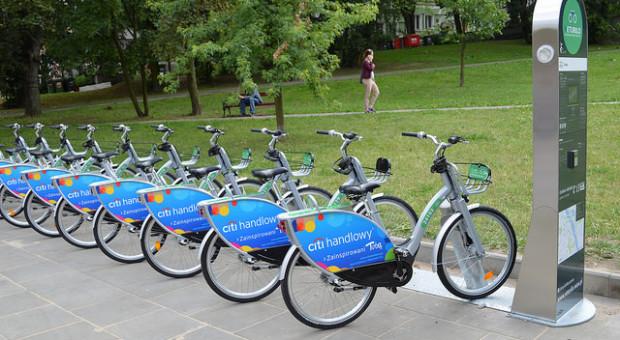 W Warszawie uruchomiono nową stację rowerową. Lokalizacja idealna dla białych kołnierzyków