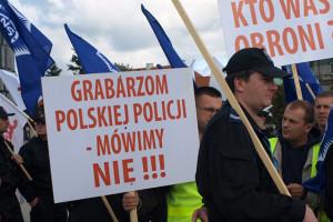 Strajk: Porozumienia brak. Służby mundurowe zaostrzają protest