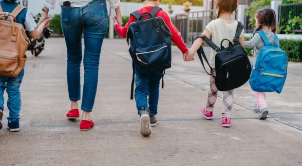 Rok szkolny za pasem. Carrefour pomoże uczniom z ubogich rodzin