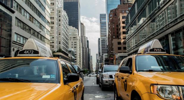 W Tokio rozwiążą problem niedoboru kierowców taksówek