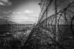 Stu więźniów będzie produkować meble