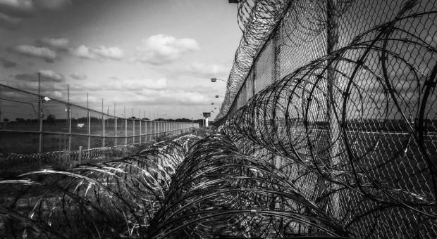 Stu więźniów będzie produkować meble w zakładzie karnym w Czerwonym Borze