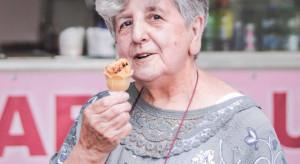 Lody u babci Lucyny biją rekordy. Seniorka otworzyła własny biznes w wieku 79 lat!