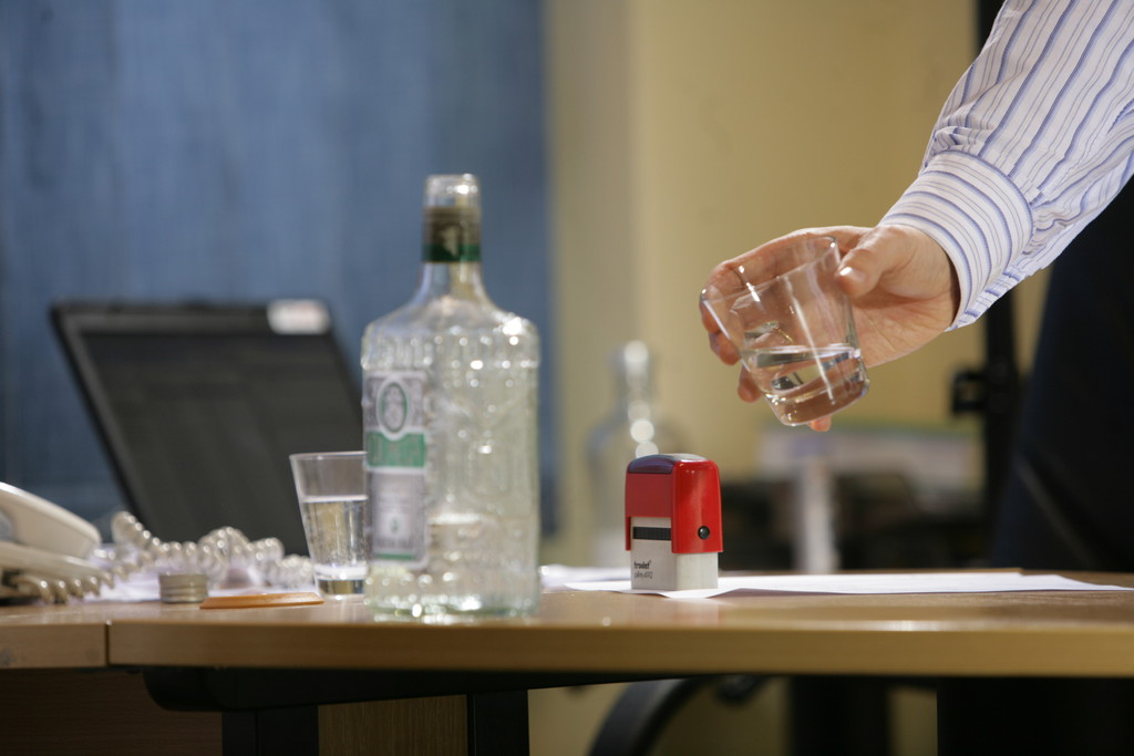 Alkohol w miejscu pracy nie jest niczym nowym (Fot. PTWP)
