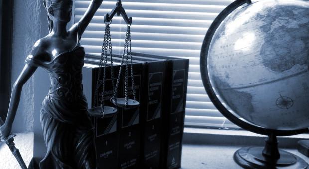 Prokuratura zawiesiła w wykonywaniu zawodu pięciu notariuszy podejrzanych o udział w oszustwach
