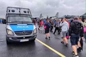 """""""800 zł więcej"""" dla policji"""