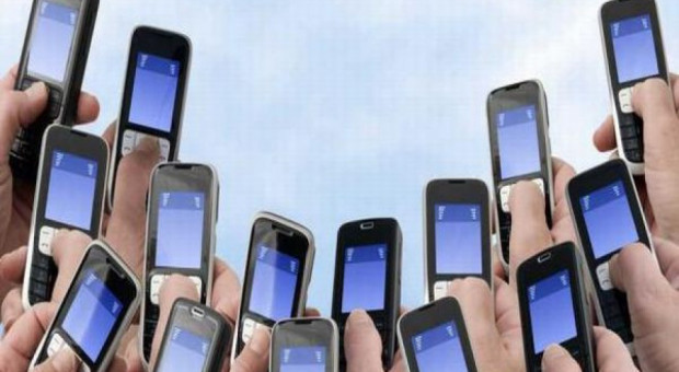 Francuscy uczniowie bez telefonów komórkowych w szkołach