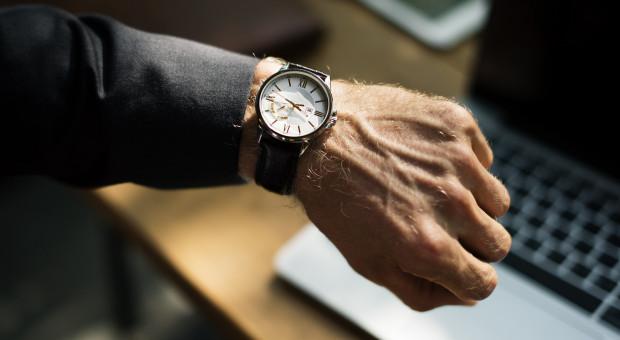 Pracownicy zapytani, ile muszą pracować mówią, że wykonają obowiązki w 7 godzin lub nawet w 5
