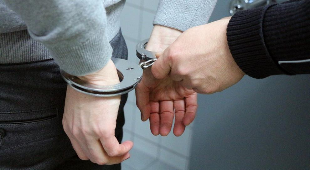 19-latek oskarżony o rozboje na pracownicach parabanku