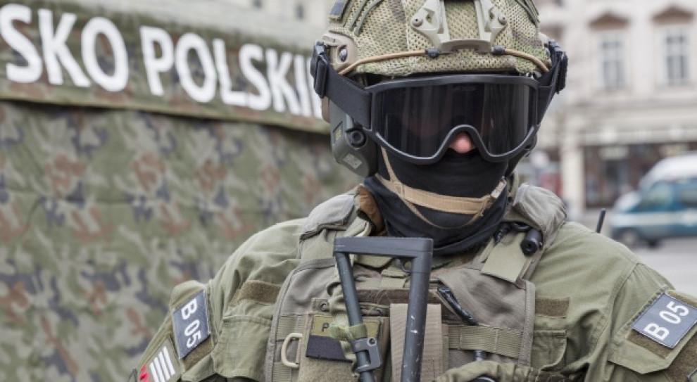"""Rząd po cichu podnosi wynagrodzenie w wojsku? """"Jest obawa o rekację pozostałych służb mundurowych"""""""