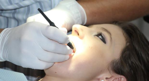 Udawał dentystę. Wpadł przy próbie wyrwania zęba