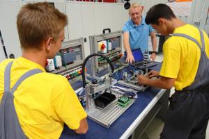 Volkswagen kształci i zatrudnia absolwentów