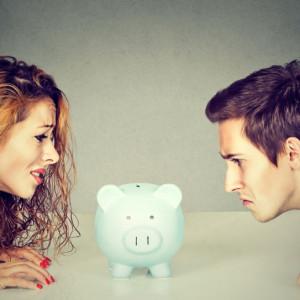 Mąż i żona mówią sobie prawdę o zarobkach?