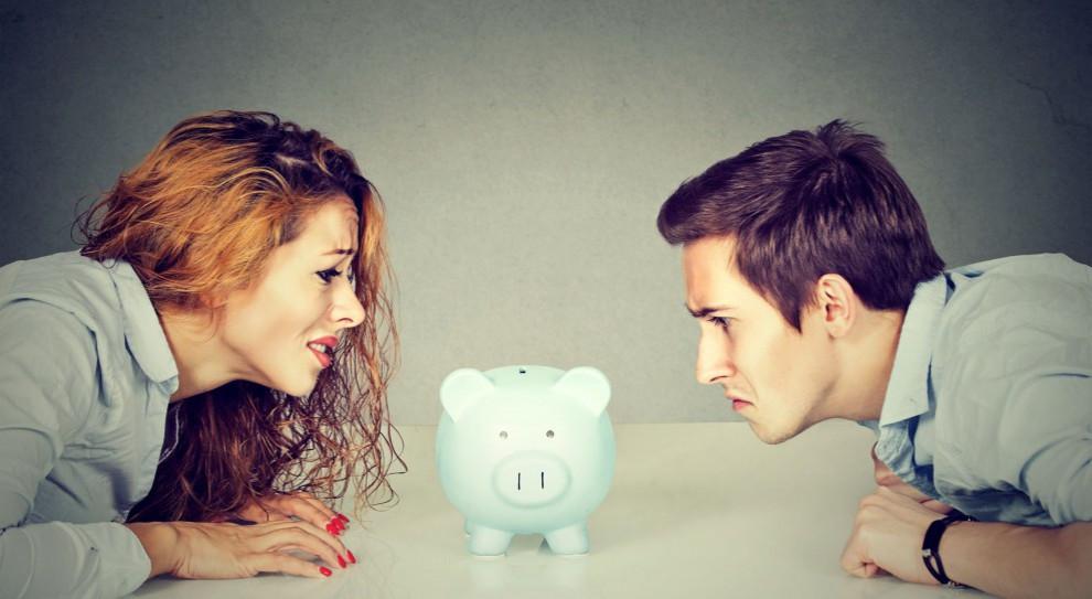 Budżet rodzinny: Pieniądze to temat tabu nie tylko w firmach