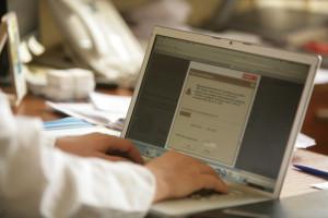 Coraz więcej lekarzy przekonuje się do e-zwolnień