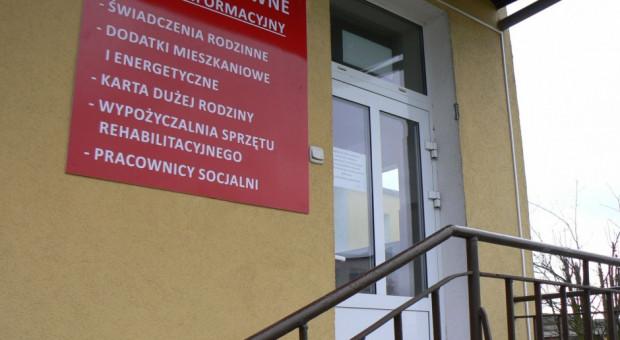 Minister Rafalska apeluje o podwyższenie wynagrodzeń pracowników socjalnych