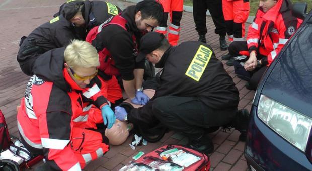 Czy pracownik uratuje życie koledze z pracy? Nauka pierwszej pomocy włączana w szkolenia z BHP