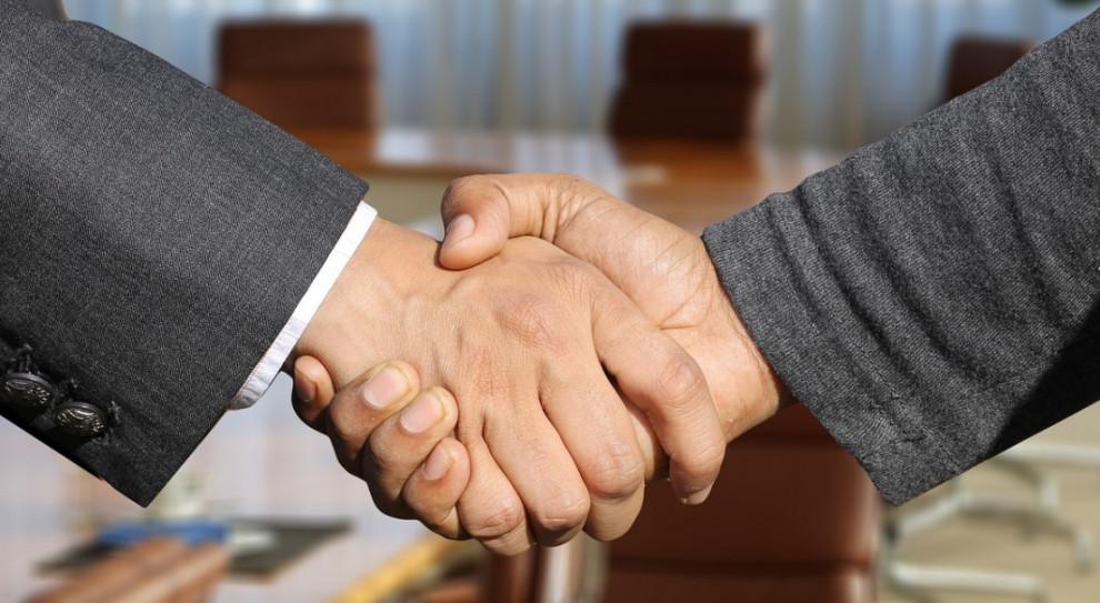 """Rady nadzorcze giełdowych spółek coraz lepiej wynagradzane. """"Pytanie o profesjonalizm wciąż aktualne"""""""