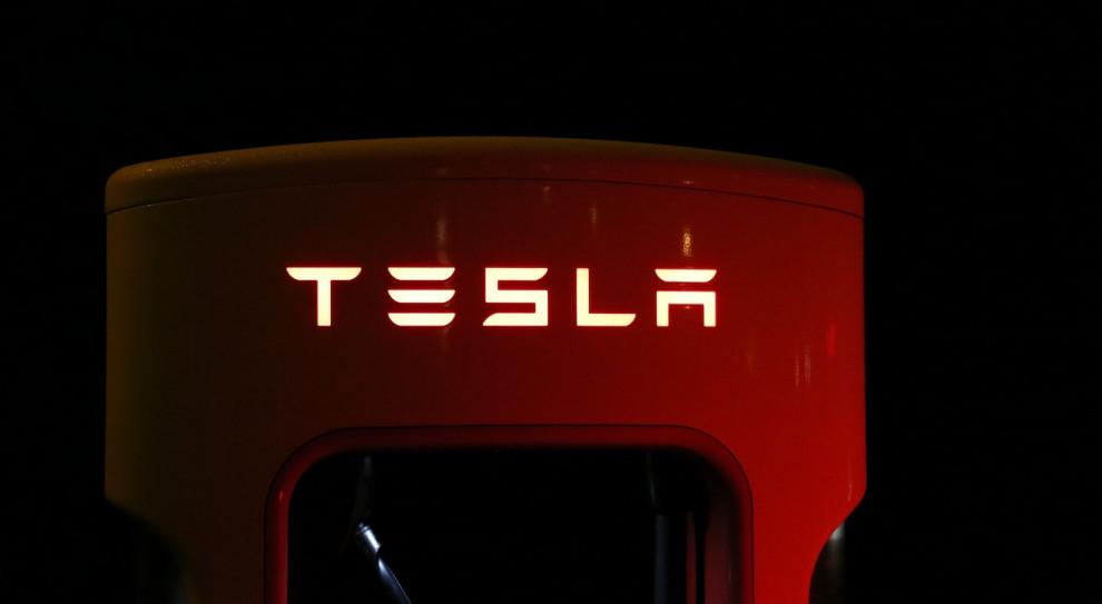 Tesla poprawiła bezpieczeństwo pracy w zakładzie w Kalifornii