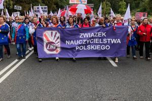Manifestacja ZNP: Związkowcy żądają podwyżki i dymisji minister edukacji