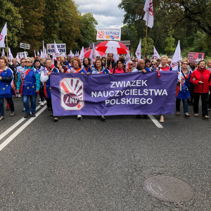 Nauczyciele strajkują. Chcą podwyżki i dymisji minister edukacji