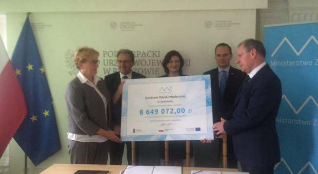 Ponad 13,5 mln zł dofinansowania na szkolenia pielęgniarek i lekarzy