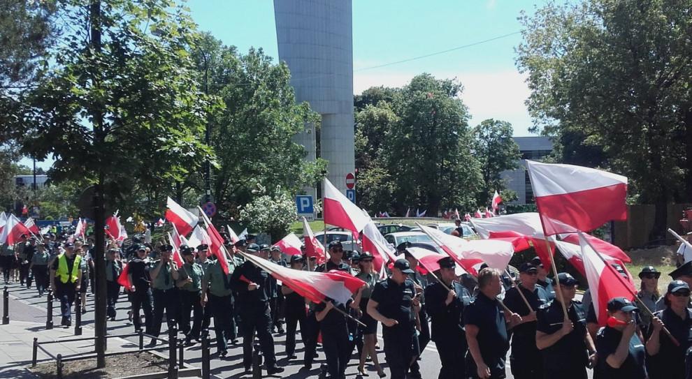 Policjanci, strażacy i strażnicy złożyli petycję w Pałacu Prezydenckim