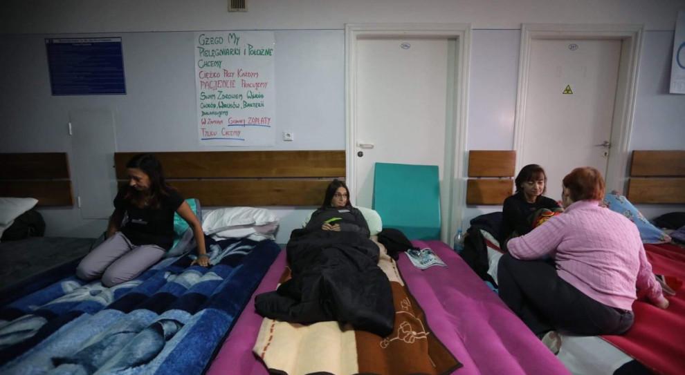 PO wzywa premiera do rozwiązania problemu protestu pielęgniarek w Przemyślu
