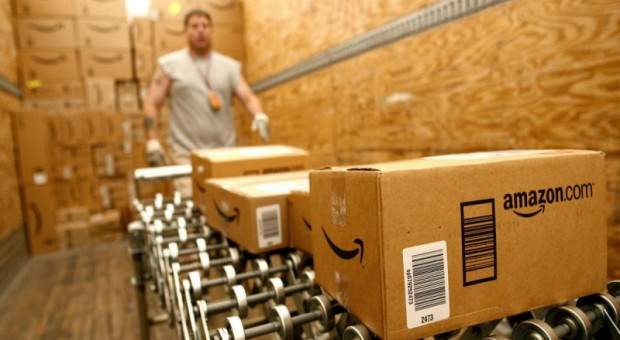 Amazon podwyższy płacę pracowników do 15 dolarów na godzinę