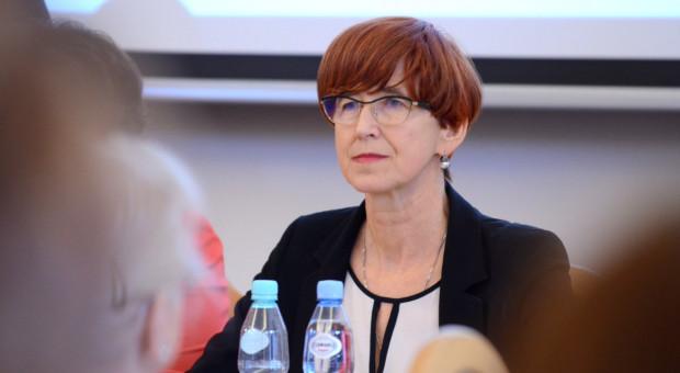 """Elżbieta Rafalska: Część propozycji """"Solidarności"""" będzie uwzględniona w nowelizacji o ograniczeniu handlu"""