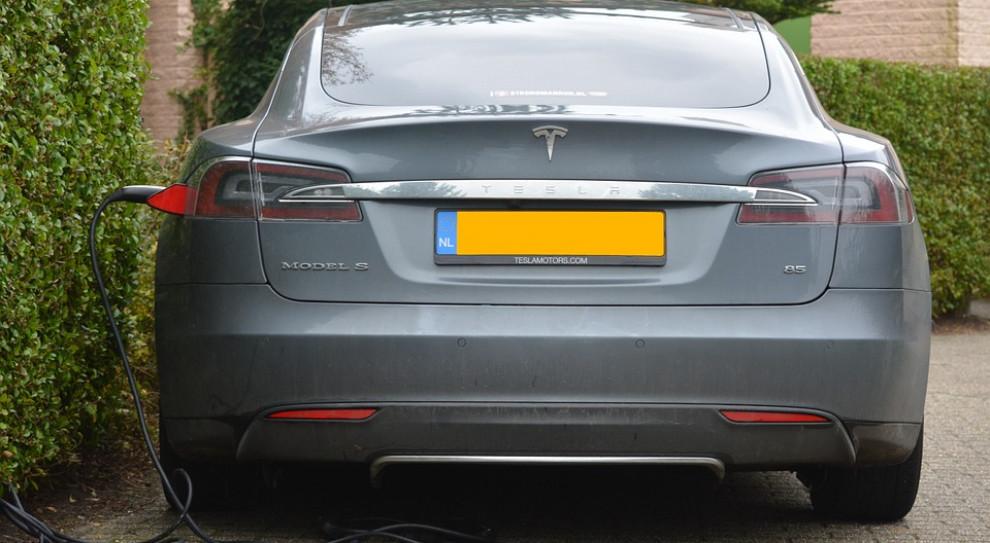 Tesla: Autopilot o 74 proc. bardziej bezwypadkowy niż sam kierowca
