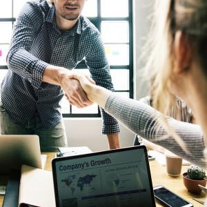 Własny biznes coraz pewniejszą alternatywą dla przebijania się na rynku pracy