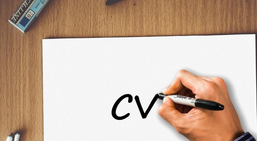 Kandydaci do pracy chcą znać powody odrzucenia ich CV