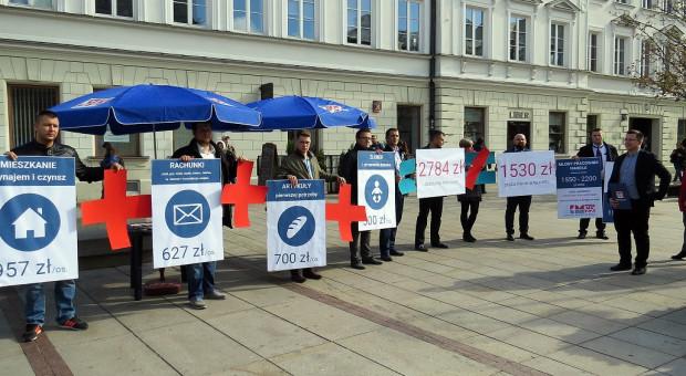 Pensja minimalna nie wystarczy. Młodzi związkowcy policzyli realne koszty życia w Polsce